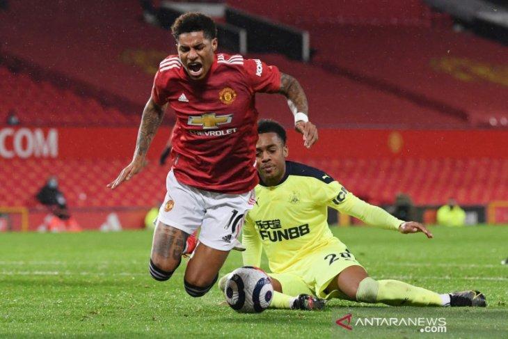 Manchester United merebut kembali posisi kedua di klasemen sementara Liga Inggris