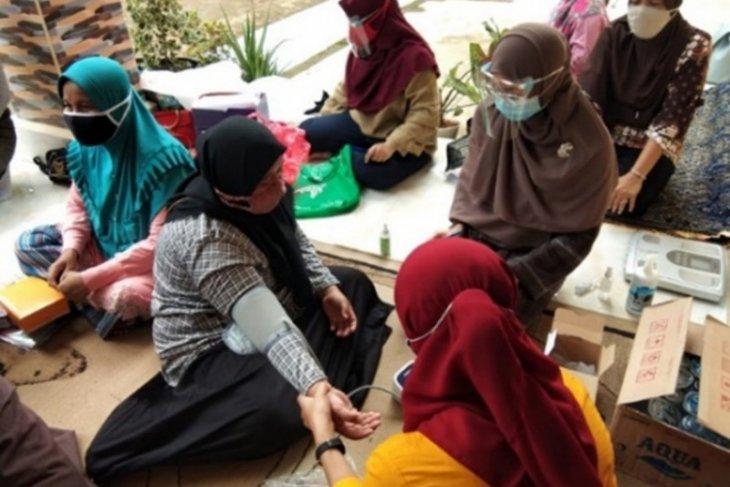 FKM UI berikan edukasi penanganan penderita hipertensi warga Depok