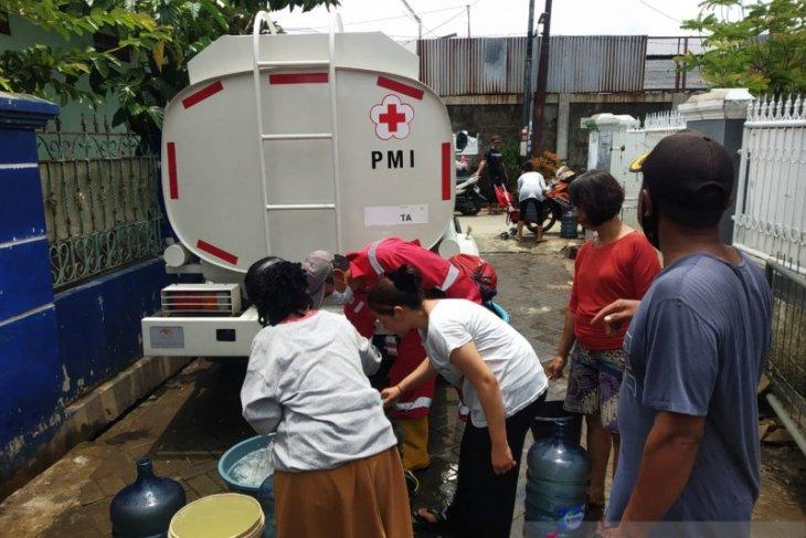 Pemkot-PMI Tangerang distribusi air bersih untuk warga terdampak banjir