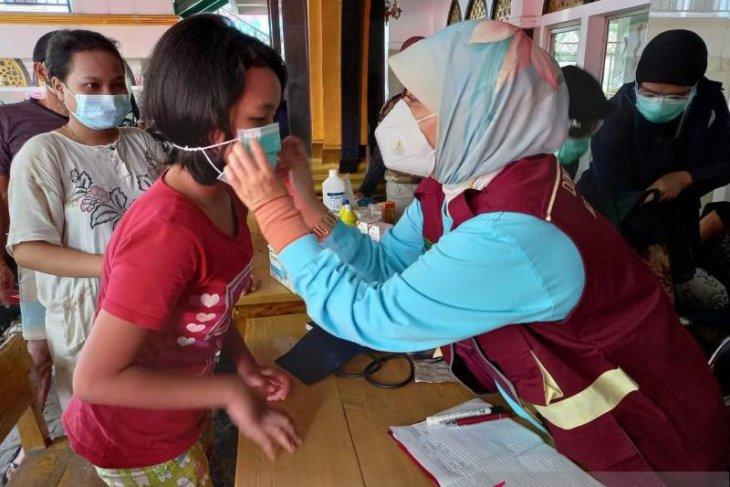 Dinkes Tangerang edukasi dan sosialisasi COVID-19 ke pengungsi banjir
