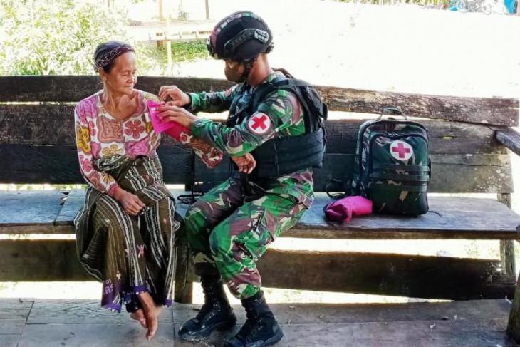 Satgas TNI berikan  layanan pengobatan keliling warga di perbatasan RI-PNG