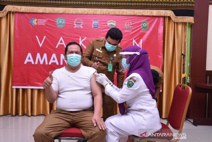 Wali Kota Padangsidimpuan menerima suntikan vaksin COVID-19 tahap dua