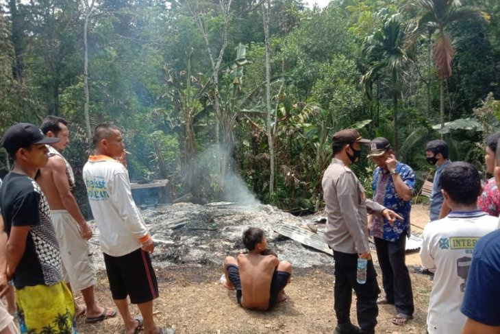 Seorang anak penderita kelumpuhan tewas akibat rumahnya terbakar di Gunungsitoli
