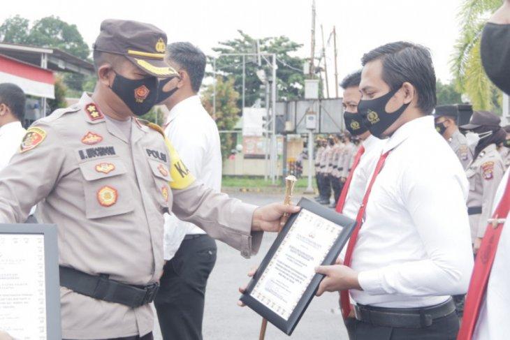 Kapolres Tabalong berikan reward 13 personilnya