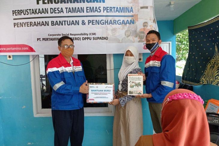 Pertamina DPPU Supadio memberikan penghargaan posyandu berprestasi