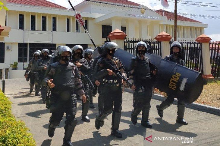 Jalan depan PN Bengkulu ditutup cegah bentrok dua kelompok nelayan