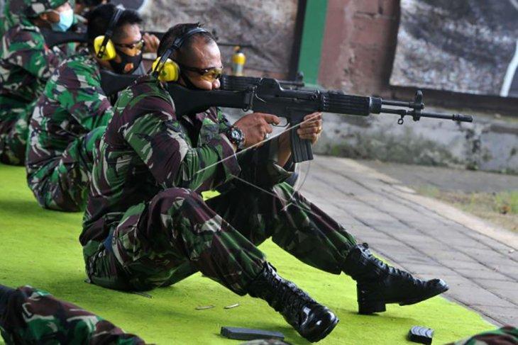 Prajurit TNI AU berlatih menembak