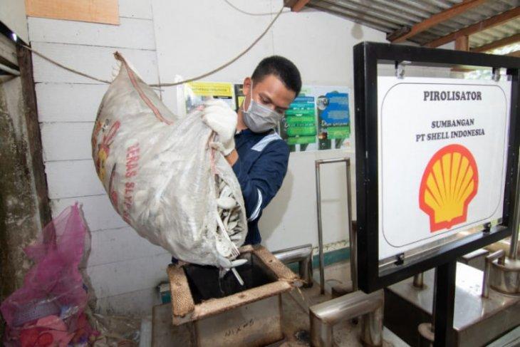 Shell berdayakan masyarakat sekitar pabrik kelola sampah