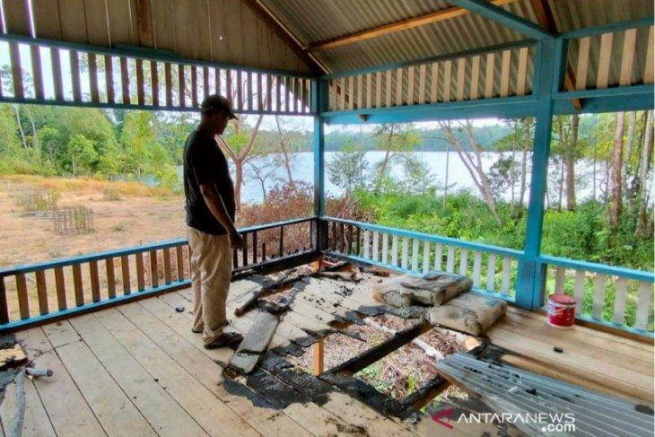 Mushalla tempat wisata di Aceh Jaya dibakar OTK