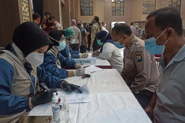 Ratusan anggota Polda Jatim jalani vaksinasi COVID-19