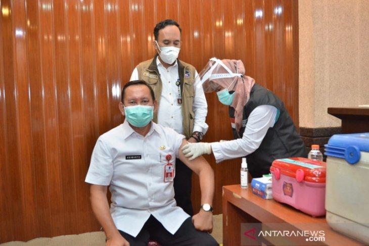 Sebanyak 1.600 ASN di Gresik jalani vaksinasi tahap kedua