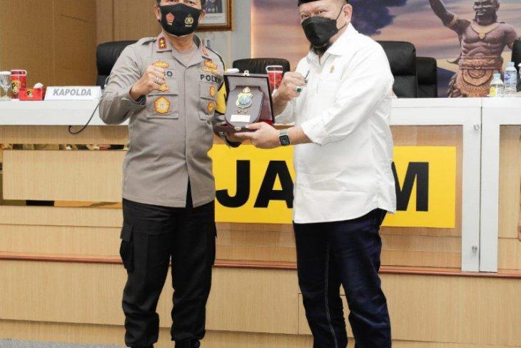 Ketua DPD RI apresiasi ribuan Babinkamtibmas Polda Jatim tegakkan prokes di masyarakat