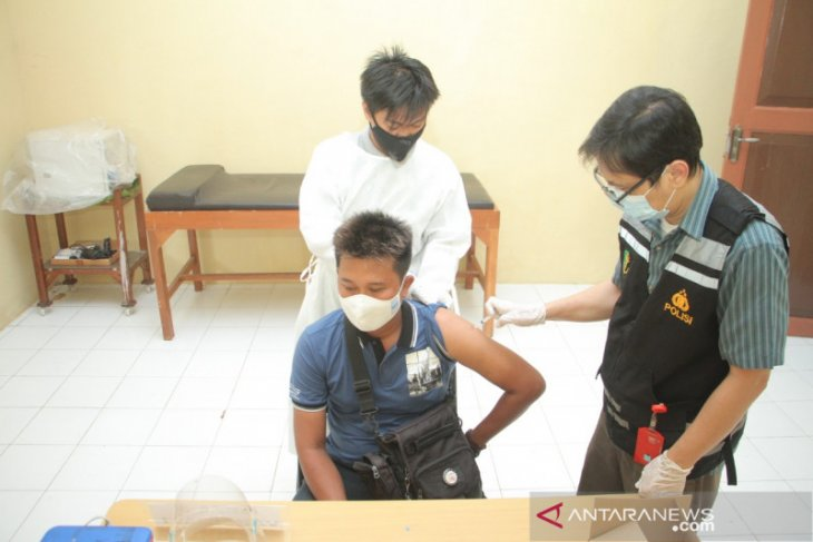Pelayan publik dan jurnalis di Kota Probolinggo mulai divaksin