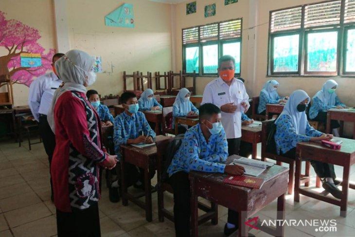 Siswa dan guru SMP di Kubu Raya lakukan tes COVID-19 gunakan GeNose C19