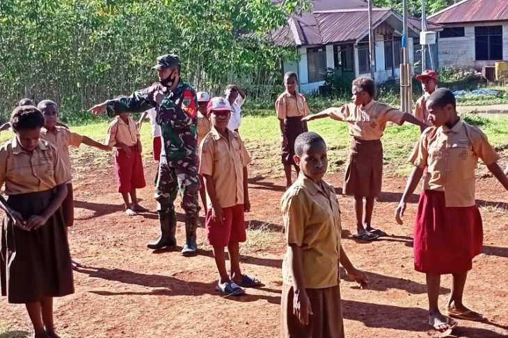 Indonesian soldiers deserve accolades for community services in Papua