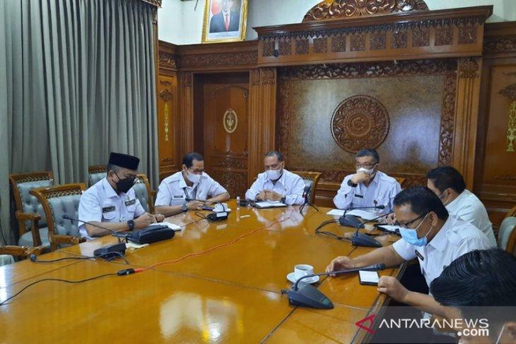Pelantikan Bupati Batanghari dan Tanjabbar di rumah dinas gubernur