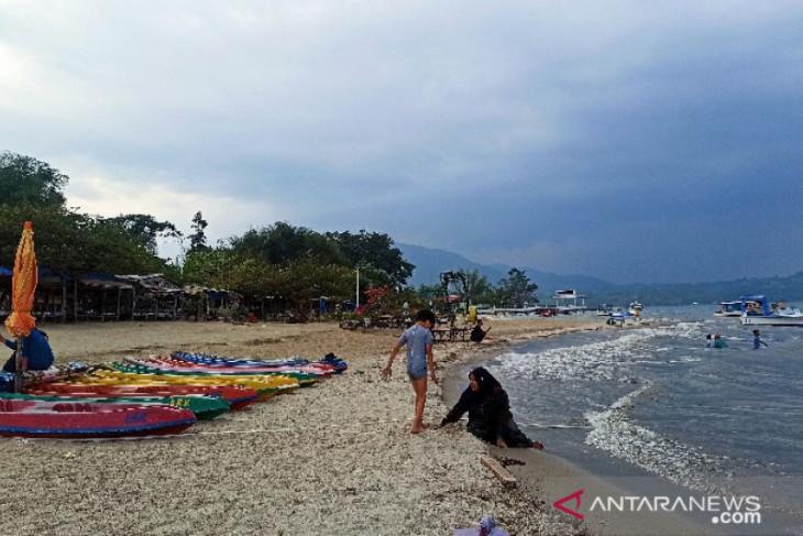 Pantai Lumban Bulbul tawarkan keindahan pasir putih bagi wisatawan
