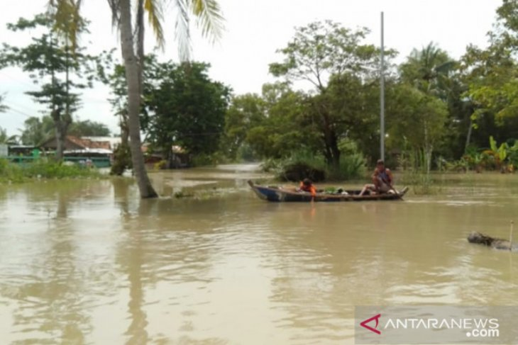 Banjir masih rendam rumah warga Muaragembong Bekasi (video)
