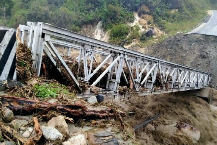 BPJN-Wamena team examines condition of Transpapua highway's roads