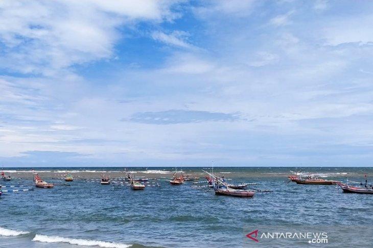 Cuaca buruk, nelayan Malabero Bengkulu nekat melaut