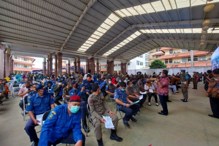Hari ini, 6.500 tenaga pelayanan publik di Tangerang jalani vaksinasi COVID-19