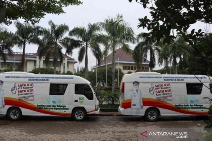 Bekasi kerahkan dua mobil pelayanan keliling cetak ulang dokumen rusak akibat banjir