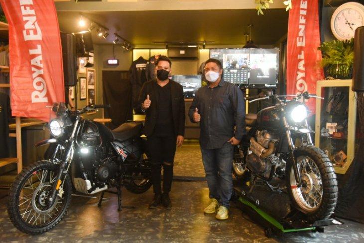 RE kolaborasi dengan Smoke Garage hasilkan kustom edisi Off/Grid