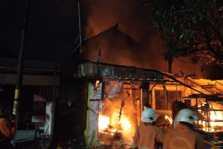 Ibu dan anaknya tewas saat kebakaran rumah di Surabaya