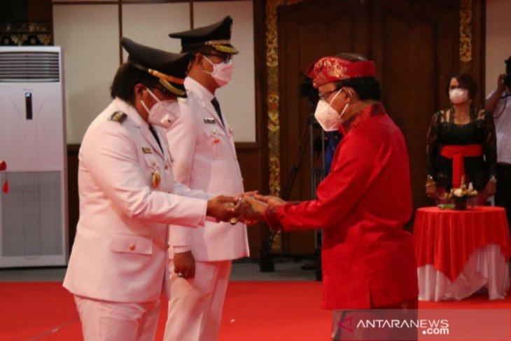 Pasangan GiriAsa dilantik sebagai Bupati dan Wakil Bupati Badung