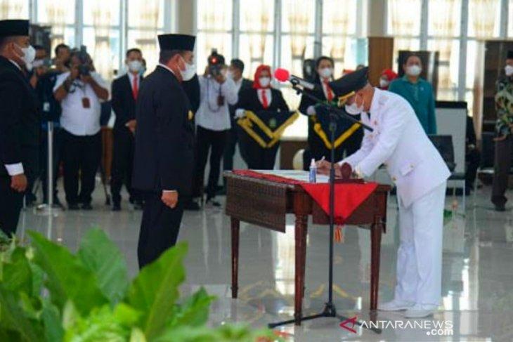 Gubsu lantik Bupati dan wakil Bupati Asahan terpilih Surya-Taufik