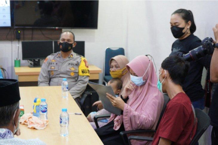 Istri terduga teroris dipulangkan ke Sekadau