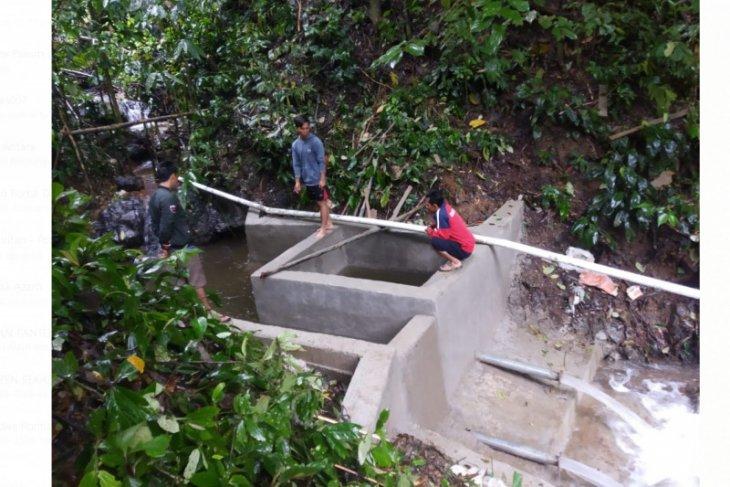 LSM Kompak bangun instalasi air bersih di Hulu Kapuas senilai Rp350 juta