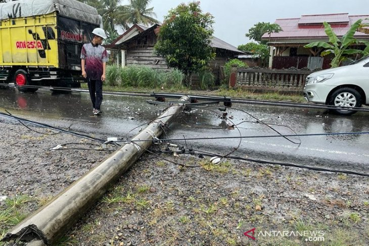 Hujan badai di Bengkulu, listrik di 15 titik dipadamkan