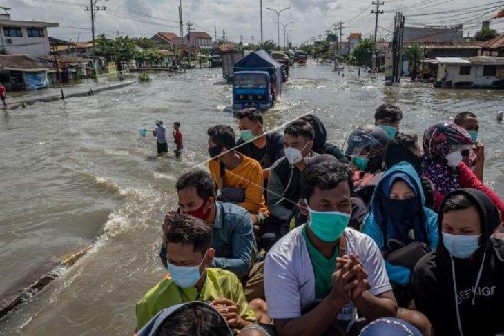 Evakuasi pasien dan tenaga medis