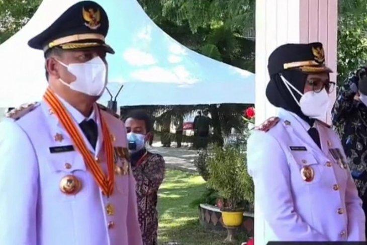 Hamim Pou-Merlan Uloli saat dilantik sebagai Bupati-Wabup Bone Bolango