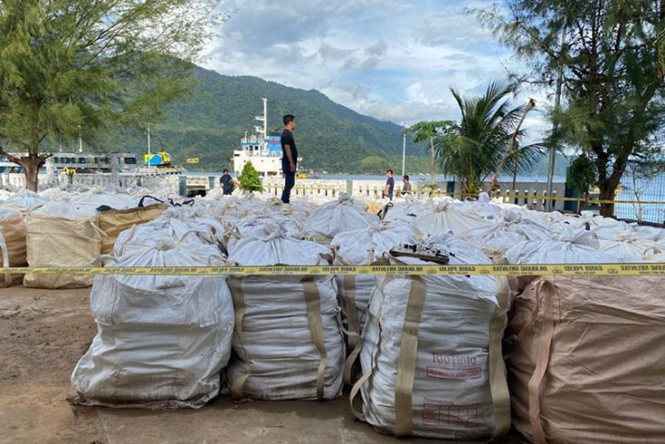 Polda Aceh amankan 150 ton material penambangan ilegal