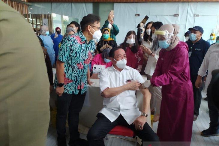 Samator Group gelar vaksinasi untuk ribuan lansia di Surabaya.