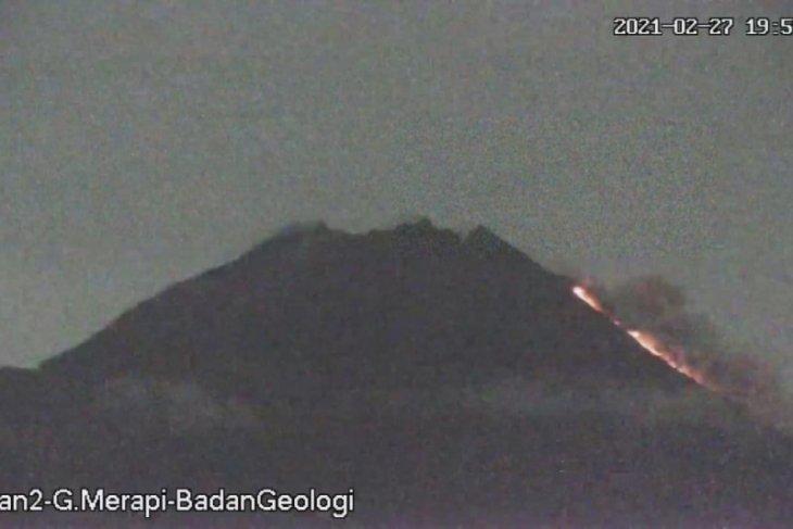 Gunung Merapi luncurkan awan panas sejauh 1.000 meter