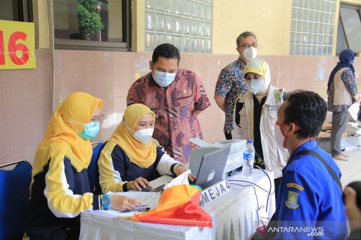 Vaksinasi COVID-19 sasar 2.100 pedagang di sejumlah pasar di Kota Tangerang