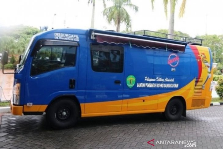 Mobil Adminduk keliling berikan 500 pelayanan di Kecamatan Sepaku
