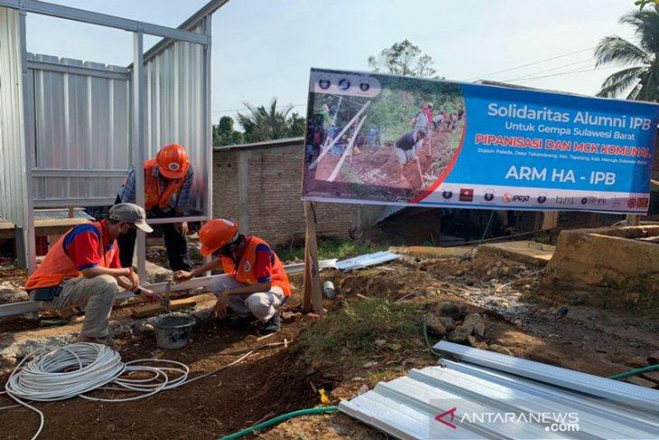 ARM HA-IPB dan warga Palada, Mamuju bangun pipa air bersih dan MCK komunal