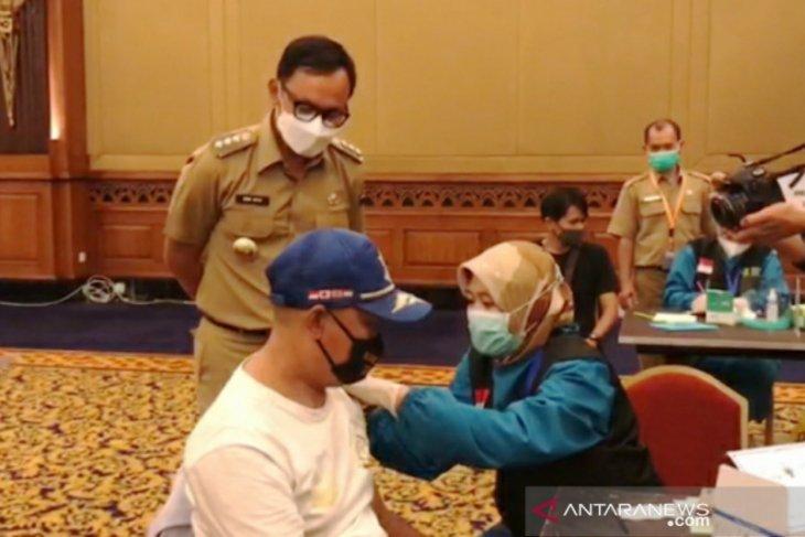 Wali Kota Bogor berikan jatah vaksinnya kepada relawan