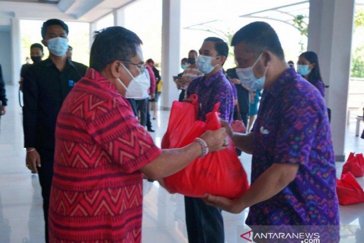 Anggota DPR serahkan bantuan sembako ke Jumatik Denpasar
