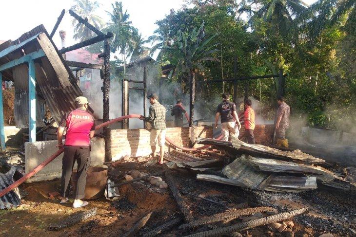 Pemkab Mukomuko bantu kebutuhan mendesak korban kebakaran