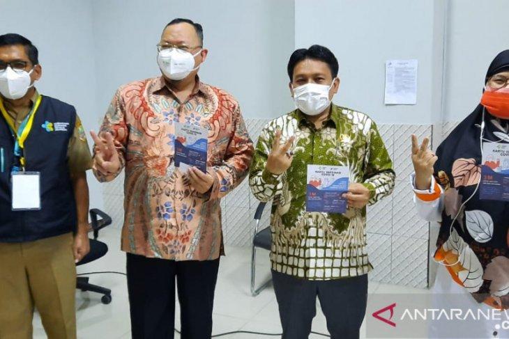 50 anggota DPRD Kabupaten Bekasi ikuti vaksinasi COVID-19 (video)