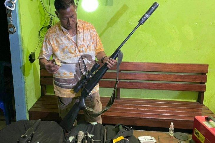 Polisi amankan tiga orang dan lima pucuk senjata api rakitan di Merauke