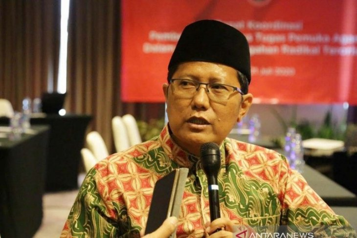 Public should dismiss hoaxes and partake in vaccination program: MUI