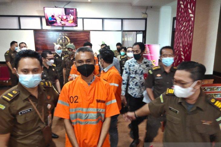 Kejaksaan tahan empat tersangka kasus korupsi Bank Jatim