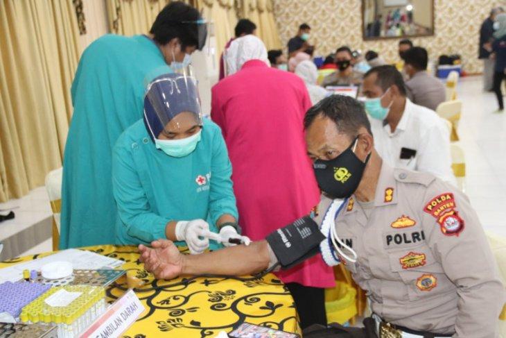 Ratusan personel Polda Banten donor plasma konvalesen bantu pasien COVID-19