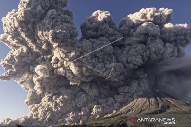 Abu vulkanik erupsi Gunung Sinabung sampai  ke Aceh